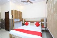 OYO 42684 Hotel Neeraj Palace