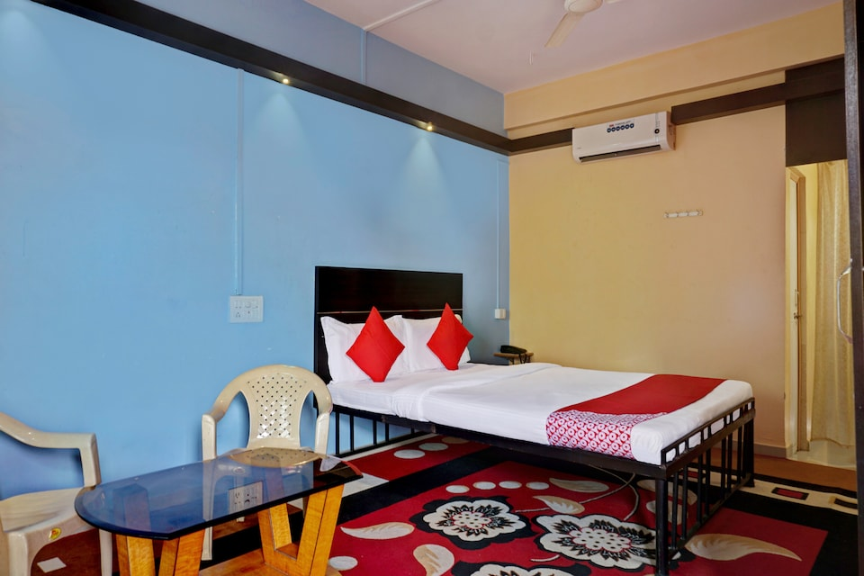 OYO 42716 Hotel Turning Point Deluxe, Panhala