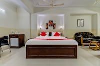 OYO Flagship 42717 Hotel Fort Suite