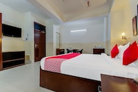 OYO Flagship 42717 Hotel Fort