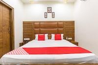 OYO 42749 Hotel Crown