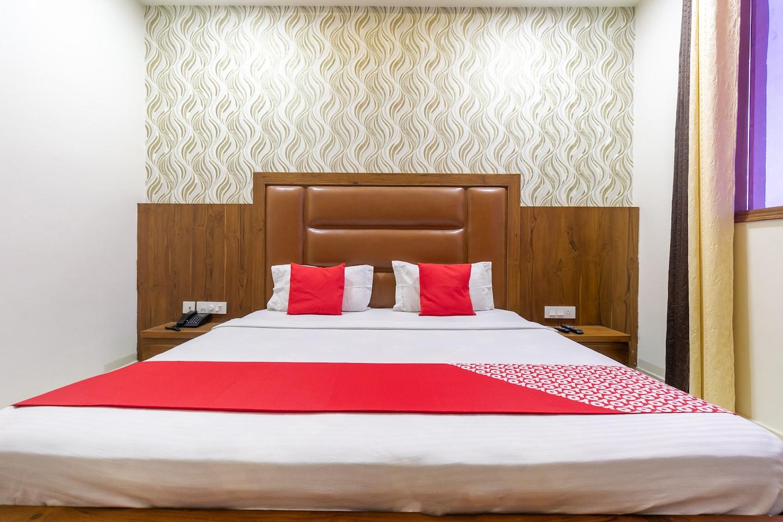 OYO 42749 Hotel Crown -1