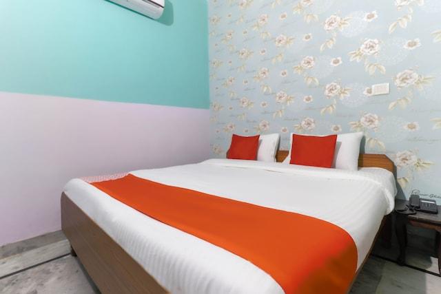 OYO 42943 Hotel Dk Palace Saver