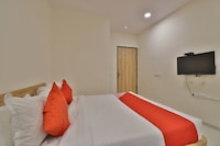 OYO 42957 Hotel Radhanand Deluxe