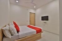 OYO 42957 Hotel Radhanand