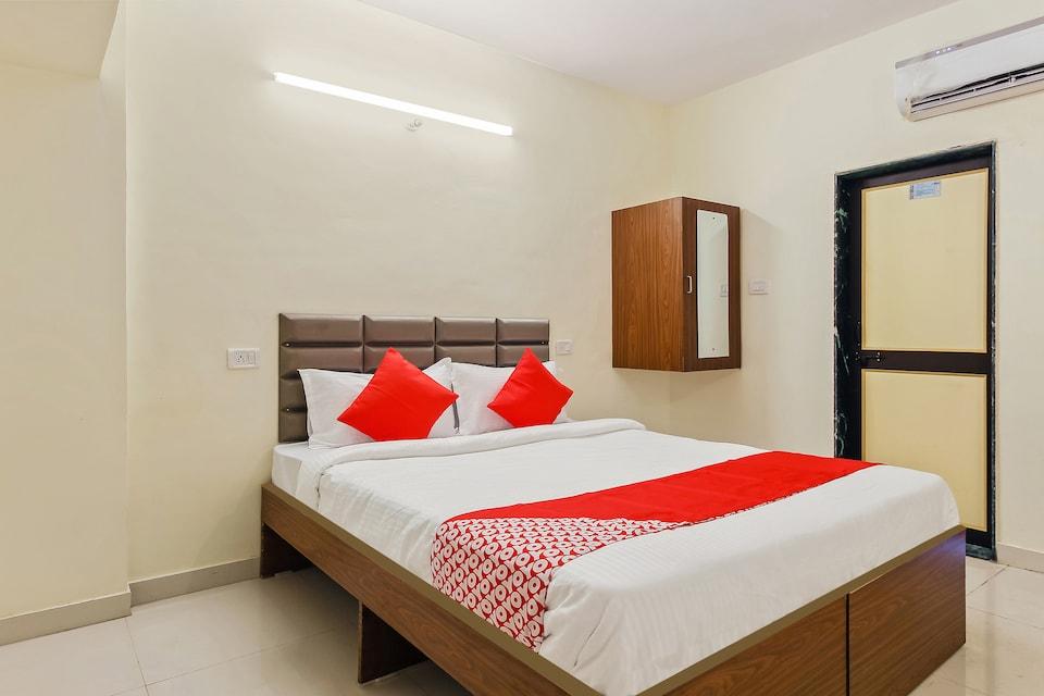 OYO 42962 SRH Hotel