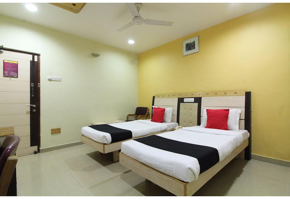 Capital O 42989 City Grand Hotel, Nakkalagutta Hanamkonda Warangal, Warangal