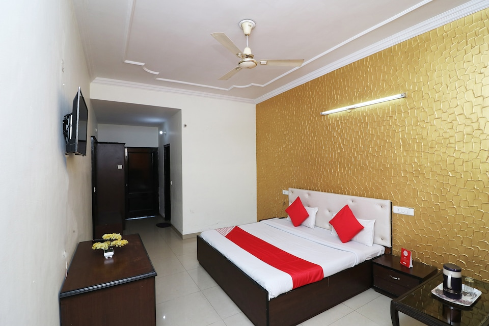 OYO 43000 Hotel Grand Plaza