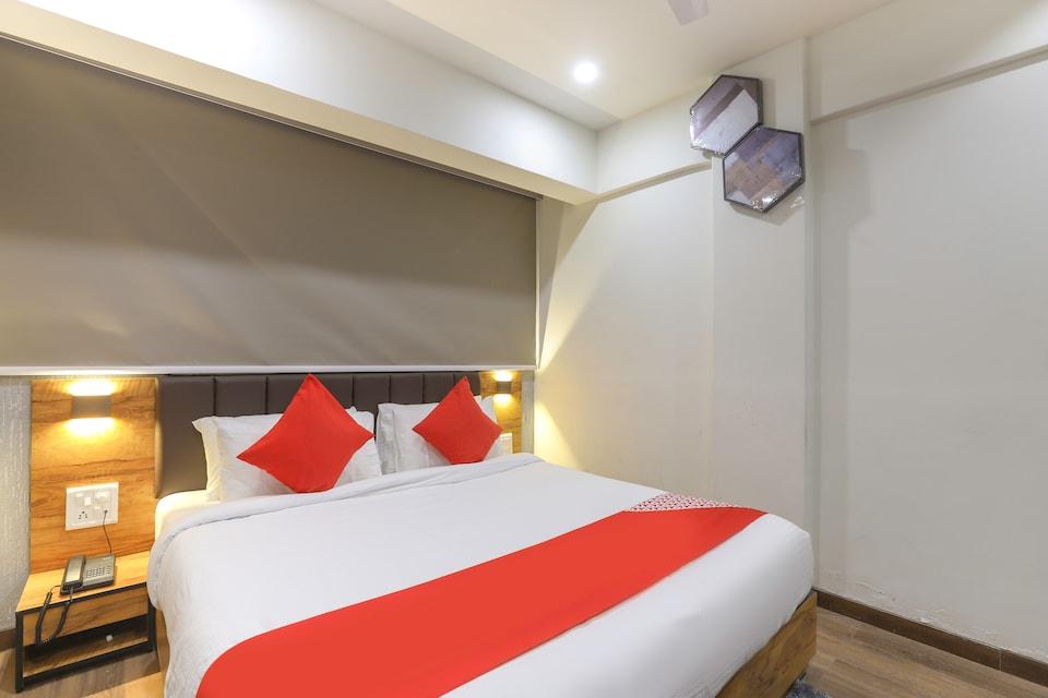 OYO 43037 Hotel Diamond Plaza, Surat Railway Station, Surat
