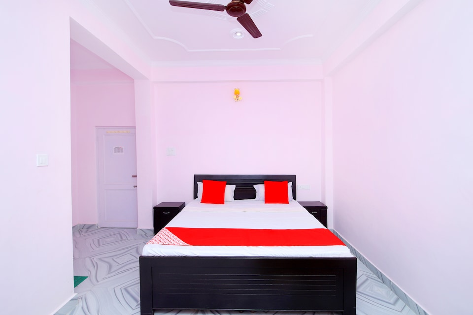 OYO 43041 Hotel Holiday Home Stay