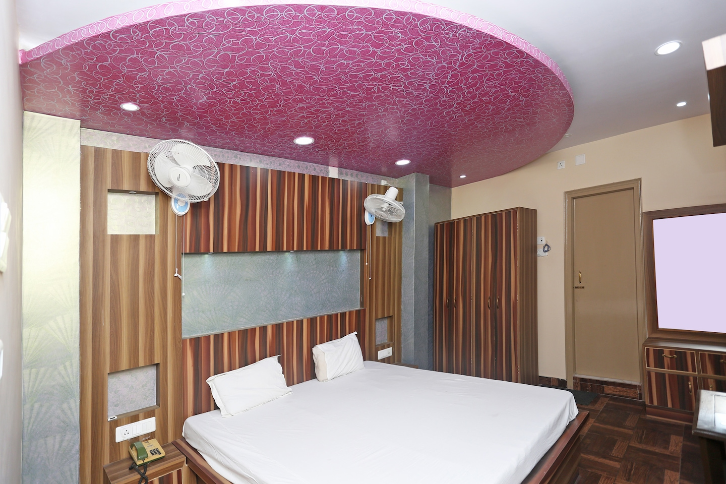 SPOT ON 43146 Hotel Bhawani Residency -1