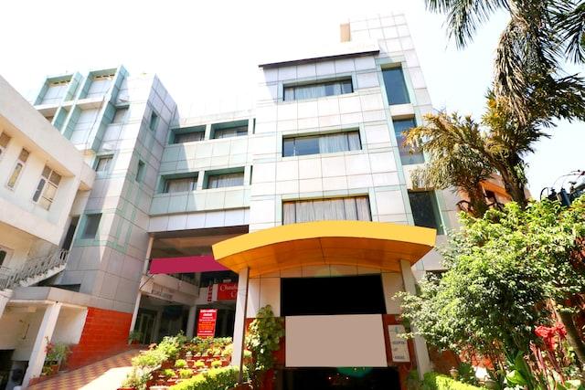 OYO 43237 Hotel Park Inn