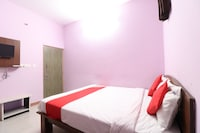 OYO 43279 Sri Raj Residency