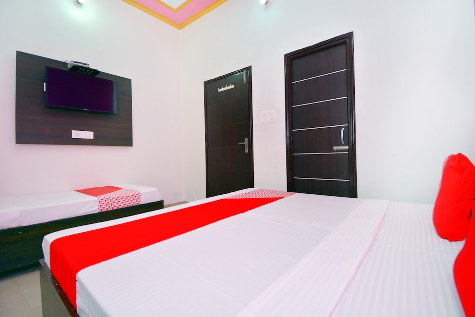 OYO 43291 Br Guest House