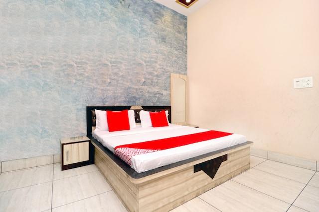OYO 43293 Hotel Pushp Vatika