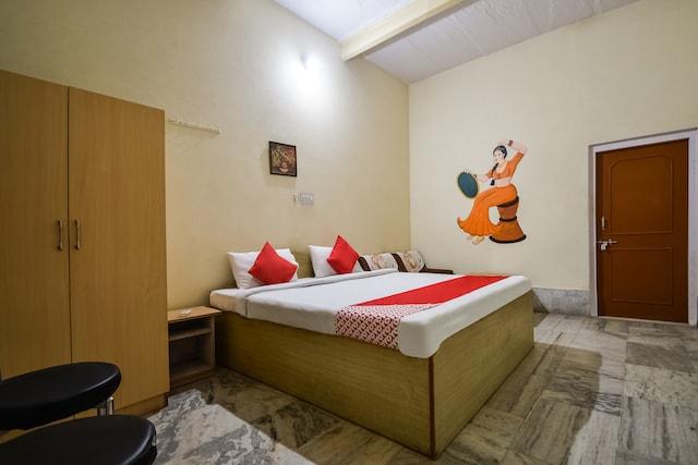 OYO 43307 Hotel Surya Palace