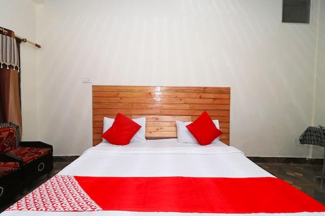OYO 43472 Hotel Rk