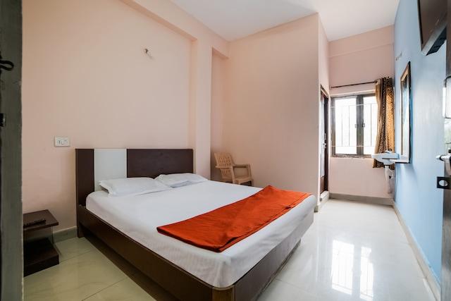 SPOT ON 43495 New Aditya Lodge SPOT