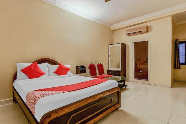 OYO 43619 Sahasra Residency