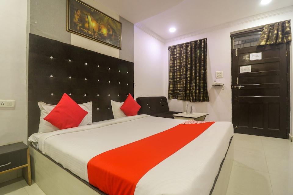OYO 43850 Hotel Mn Galaxy