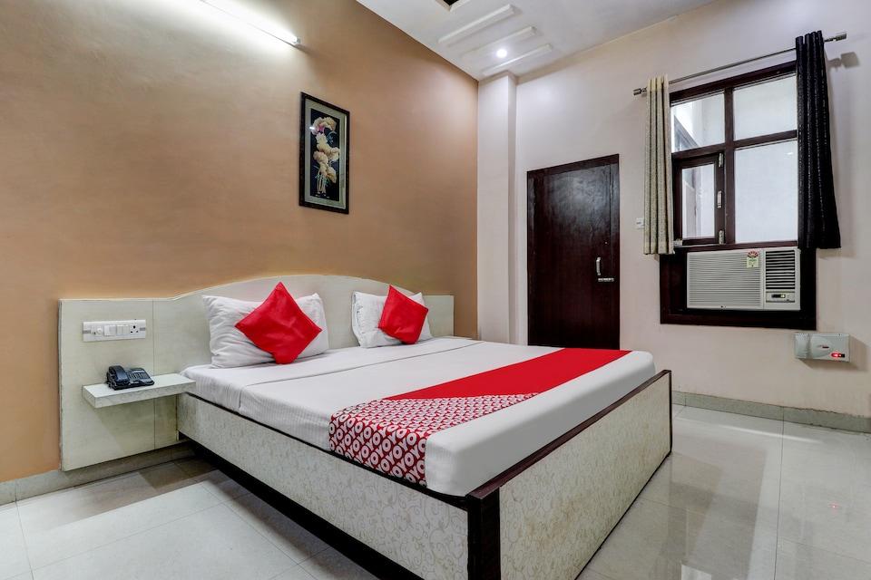 OYO 43857 Hotel Shivaay Inn