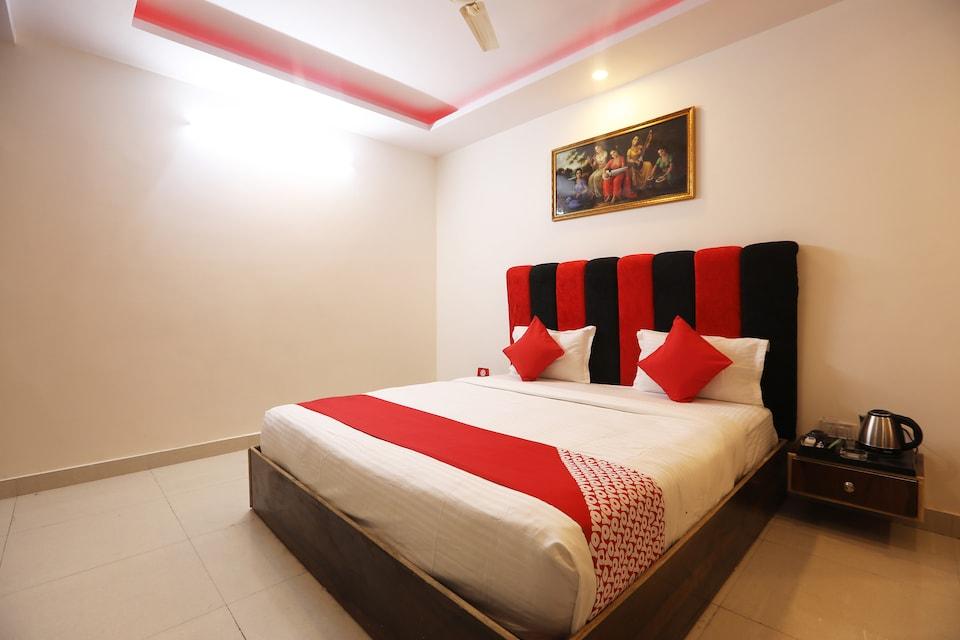 OYO 43923 Surbhi Residency