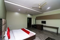 OYO 43933 Hotel Moonlight Residency