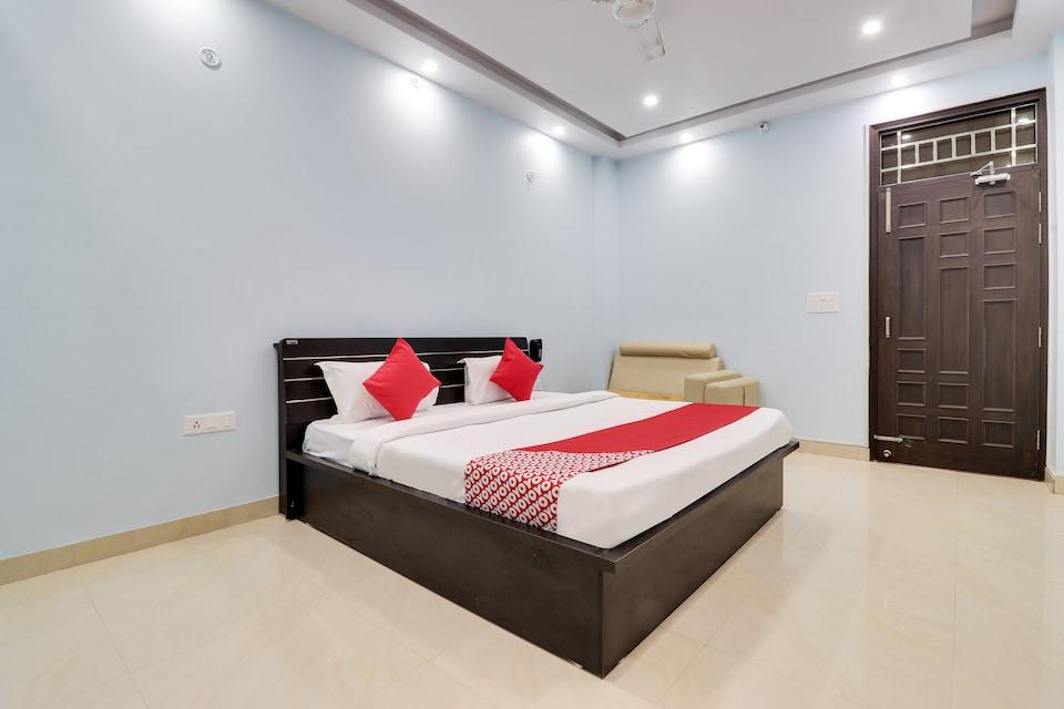 OYO 44017 Kamakshi Villa