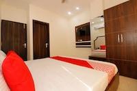 OYO 44021 Hotel Aura