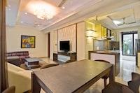 OYO Home Luxe 44033 Fabulous Stay Near Grand Hyatt