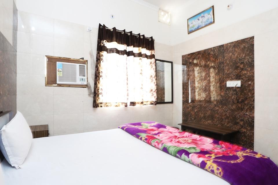SPOT ON 44070 Hotel Rudra
