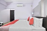 OYO 44093 Shanthi Residency Deluxe