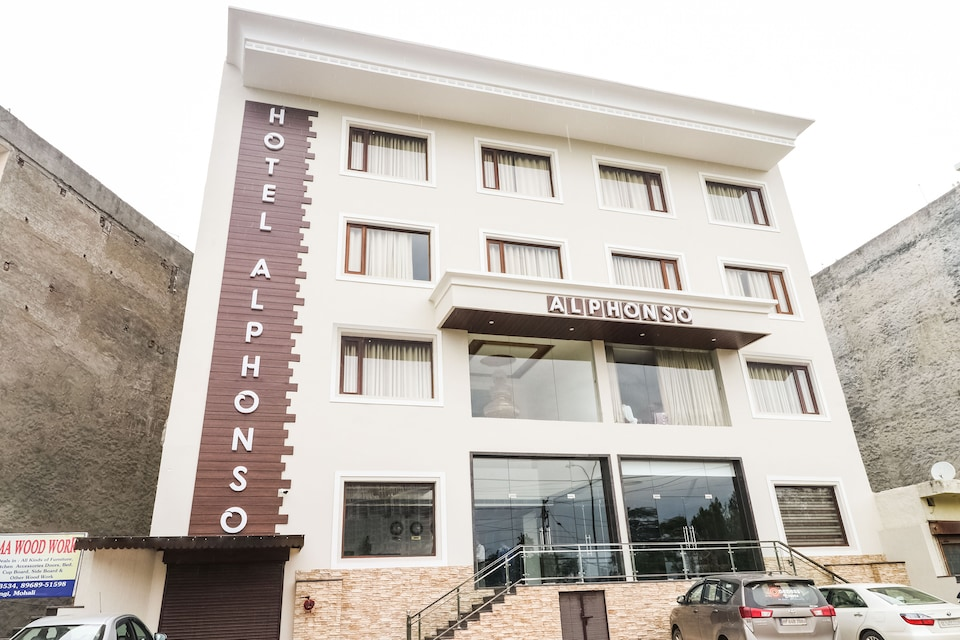 Capital O 44117 Hotel Alphonso
