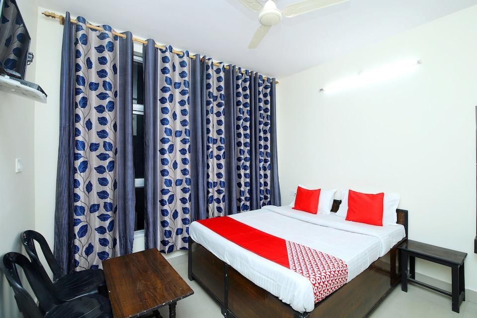OYO 44121 Hotel Varnita