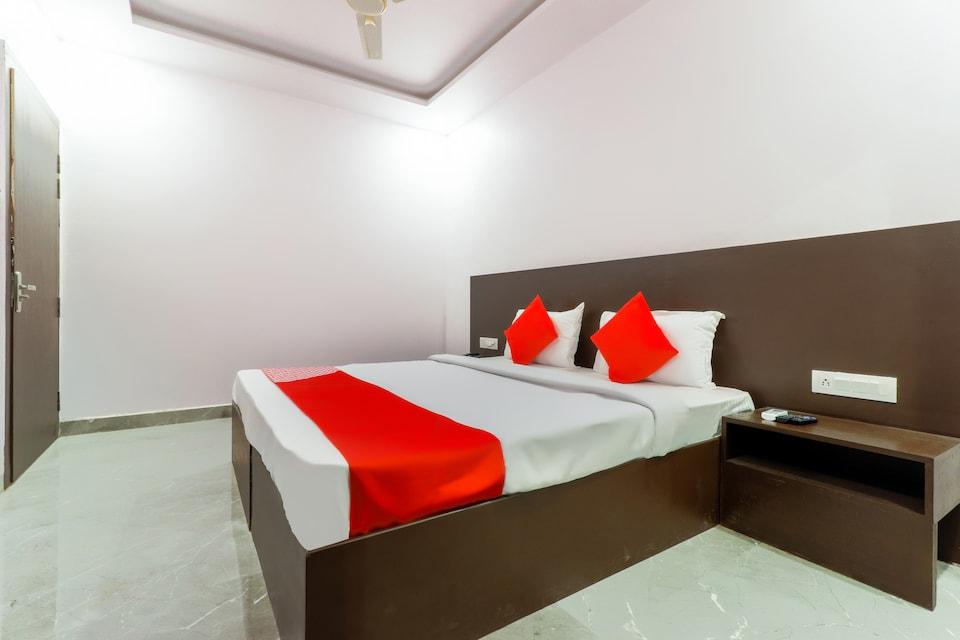 OYO 44175 Hotel Surya Inn
