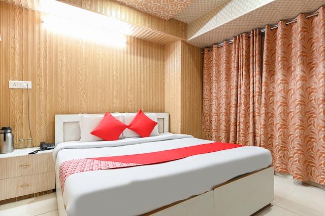 OYO 44182 Hotel Doda Darbar
