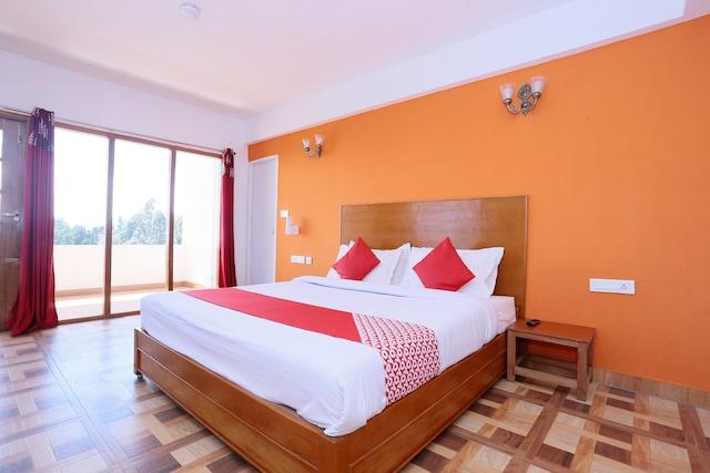 OYO 44291 Hotel Samrat Saim