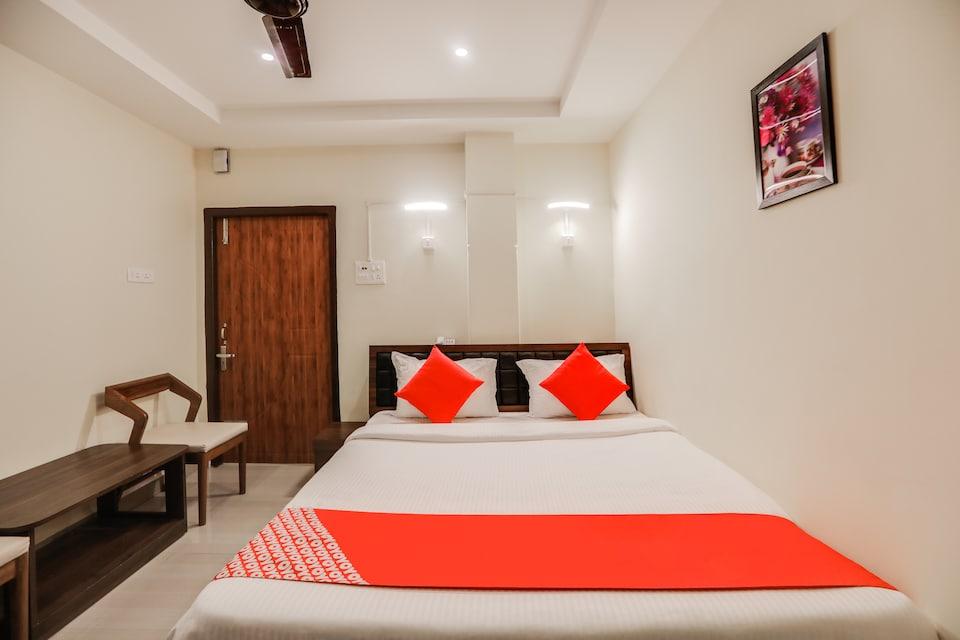 OYO 44316 Doshobhuja Hotel
