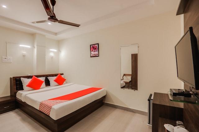 OYO 44316 Doshobhuja Hotel Deluxe