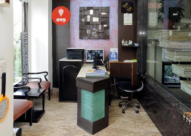 OYO Premium 160 Akashneem Marg