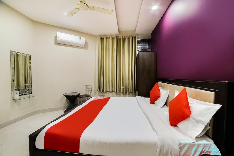 OYO 44399 Hotel Rupal Regency