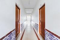 SPOT ON 44406 Royal Residency SPOT