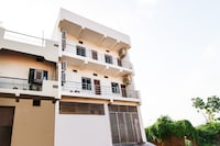OYO 44427 Krishna Guest House