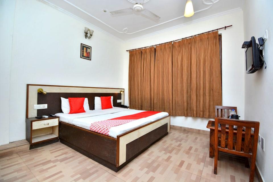 OYO 44430 Hotel Sunshine