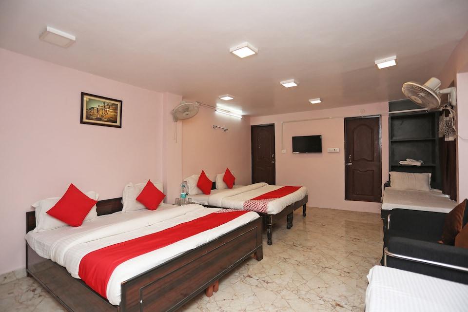 OYO 44523 Shri Krishna Hotel Inn, Godowlia, Varanasi