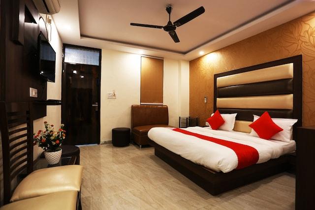 OYO 44535 Mona Regency Hotel And Banquets