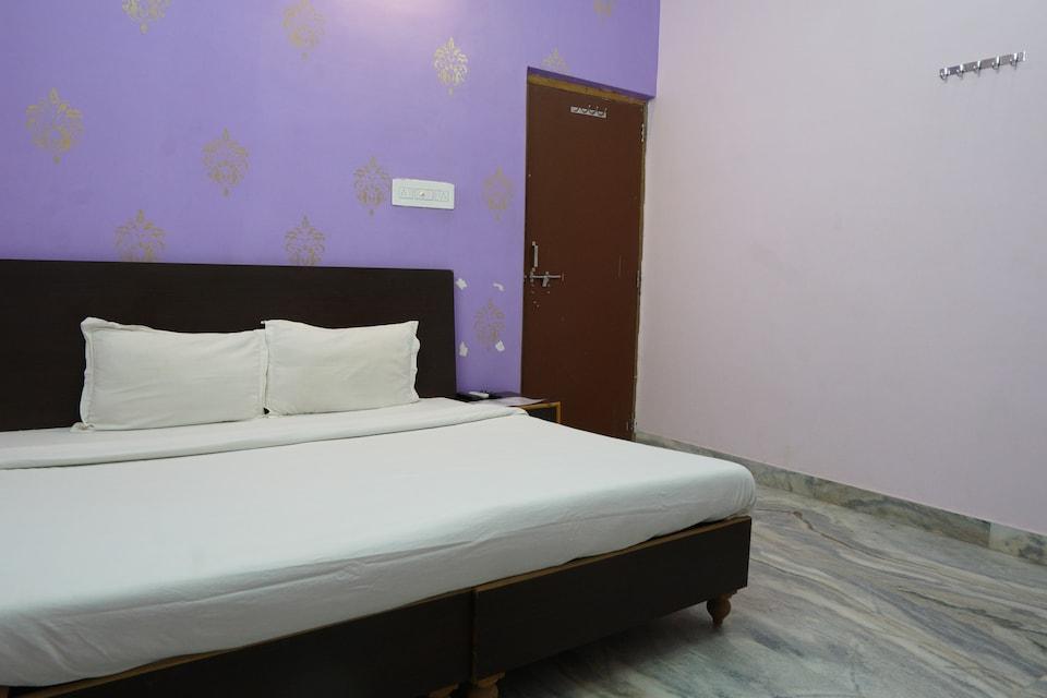 SPOT ON 44580 Madhav Hotel