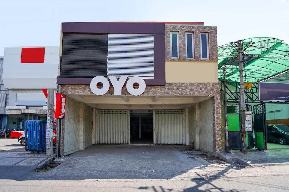 OYO 1102 Griya Aisyah Syariah 1, Karangpilang, Surabaya