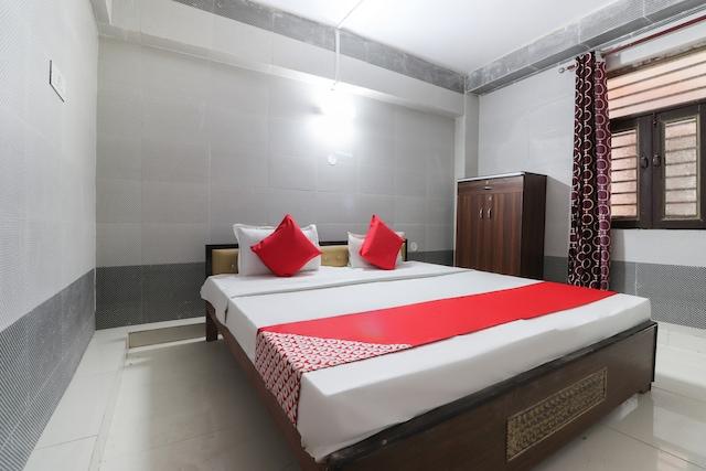 OYO 44637 Upasana Guest House