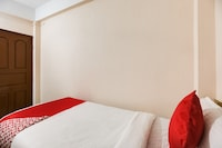 OYO 44691 Hotel East